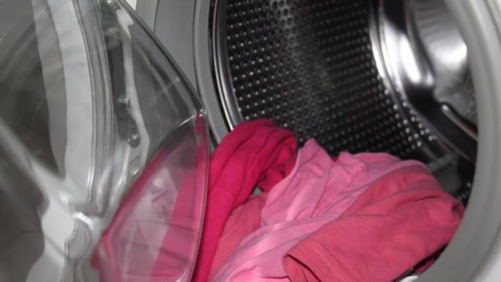 6 lucruri de care să ții cont când speli rufele copiilor (P)