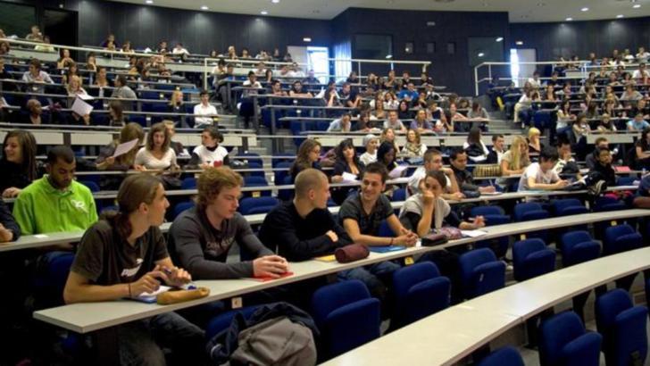 Panică în rândul studenților străini din SUA! Sunt obligați să plece din țară în cazul mutării cursurilor online Foto: Deutsche Welle