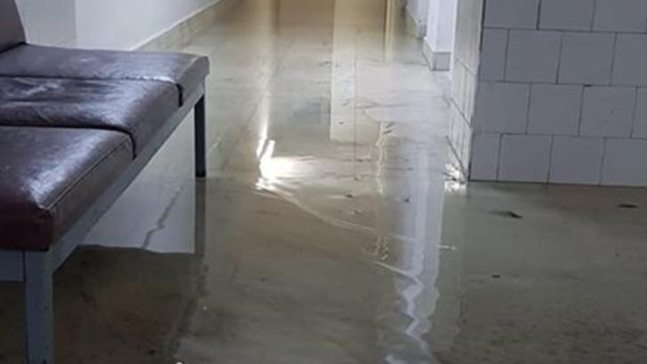 Cercetare disciplinară la Spitalul Județean Arad, după ce un medic a postat imagini cu o secție inundată în urma ploilor