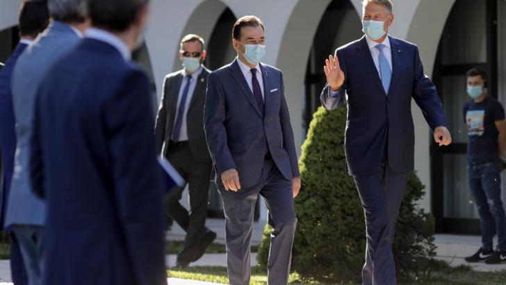 Iohannis și Orban participă astăzi la recepția organizată de Ambasada SUA la București cu prilejul a 244-a aniversări a Zilei Independenței