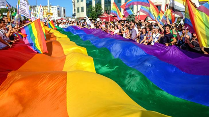 Rusia interzice legalizarea căsătoriilor între homosexuali