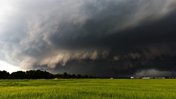 Vreme extremă, în România: cod calben de caniculă, cod portocaliu de furtuni