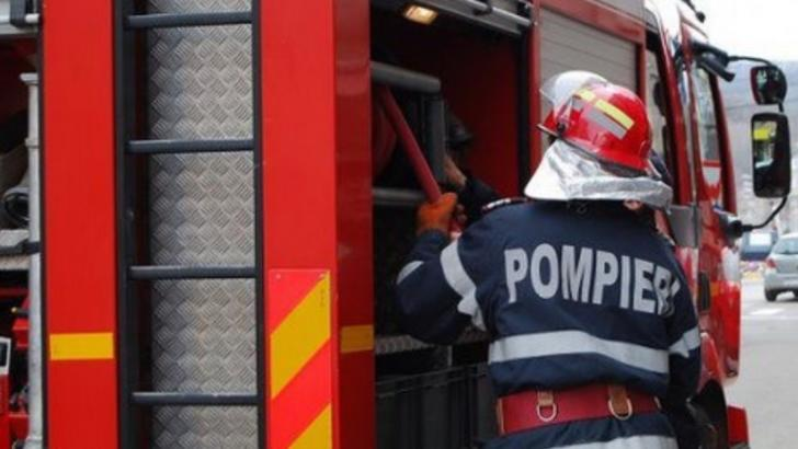 23 de persoane, printre care și 12 copii, evacuați dintr-un bloc de garsoniere din Botoșani. Pericol de explozie