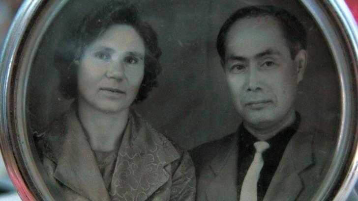A trăit împreună cu soțul său 40 de ani. Apoi, chiar ea l-a dat femeii care l-a așteptat timp de 50 de ani
