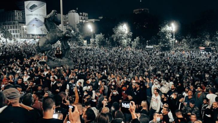 60 de persoane au fost rănite, iar 23 au fost reţinute în urma protestelor de la Belgrad