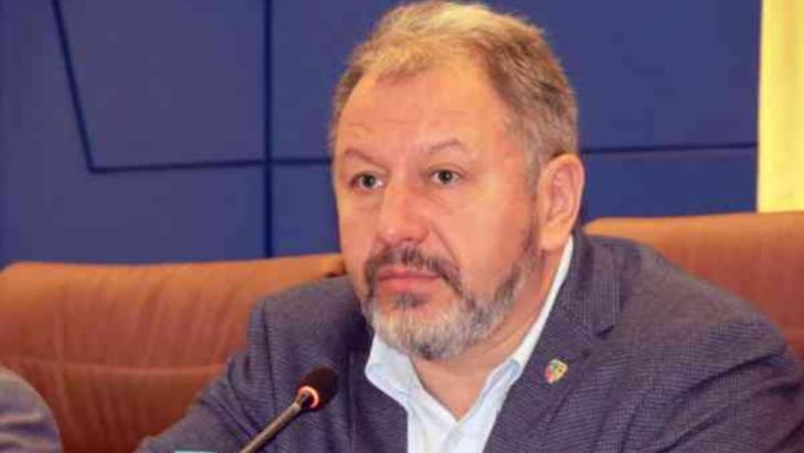 100% TU DECIZI! Radu Moldovan, chelnerul ajuns șef de județ. Cursuri la școala vieții și Academia SRI