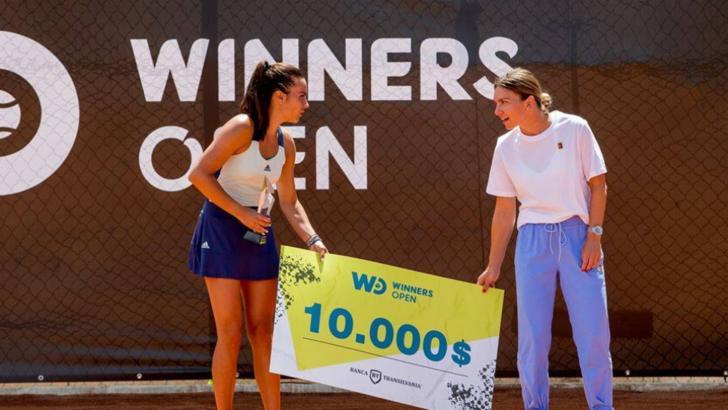 VIDEO | Gabriela Ruse a câștigat turneul Winners Open! Simona Halep i-a înmânat trofeul și premiul