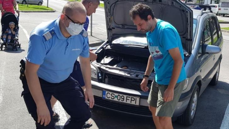 Șarpe descoperit sub capota unei mașini, în Reșița