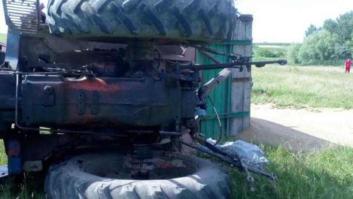 TELEORMAN: Un tractor s-a răsturnat peste o persoană! Au fost solicitate echipaje și un elicopter SMURD de la București