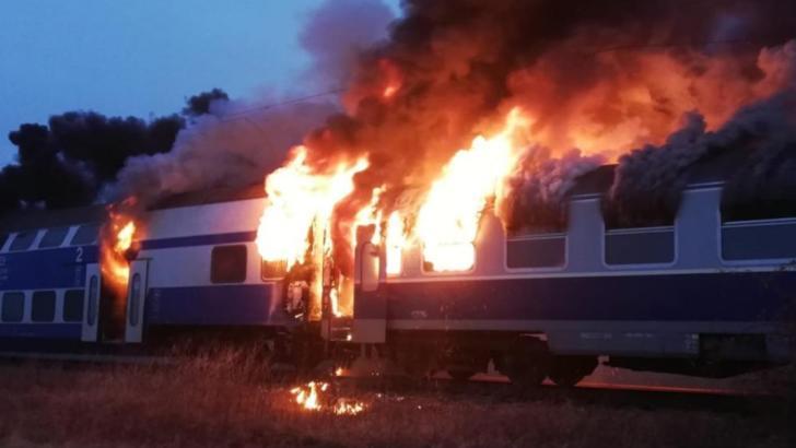 Tren in flăcări