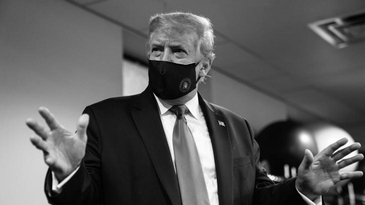 """Trump și-a pus masca: """"Nimeni nu-i mai patriot ca mine, președintele vostru favorit"""""""