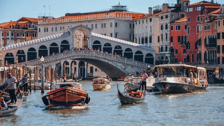 Gondolieri în Veneția Foto: Pixabay.com