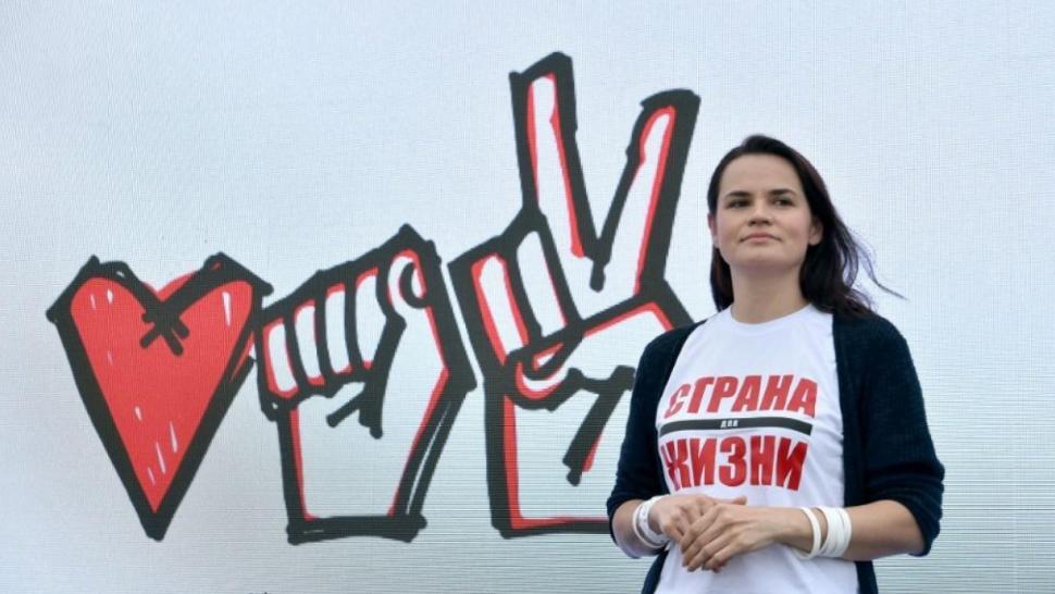video-cum-a-ajuns-svetlana-tikhanovskaya-o-mama-casnica-sa-conduca-revolui
