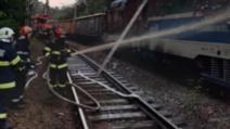 FOTO Circulația feroviară, blocată între Brașov și Predeal, după ce o locomotivă a luat foc. Întârzieri de peste 3 ore ale trenurilor de călători