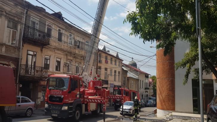 Incendiu la un bloc din Craiova. Mai multe persoane, evacuate