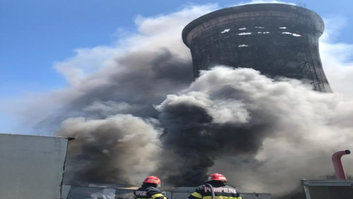 VIDEO Incendiu de proporții la combinatul metalurgic din Tulcea