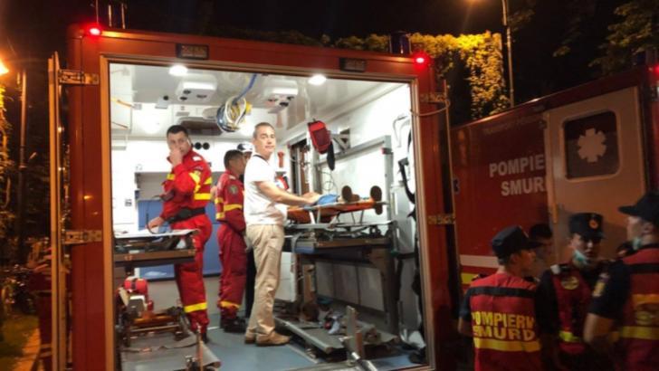 Senatorul USR Vlad Alexandrescu, în ambulanța SMURD după ce fata sa a fost gazată de jandarmi și luată cu targa la protestul Diasporei din 10 august 2018 Foto: Facebook/Vlad Alexandrescu