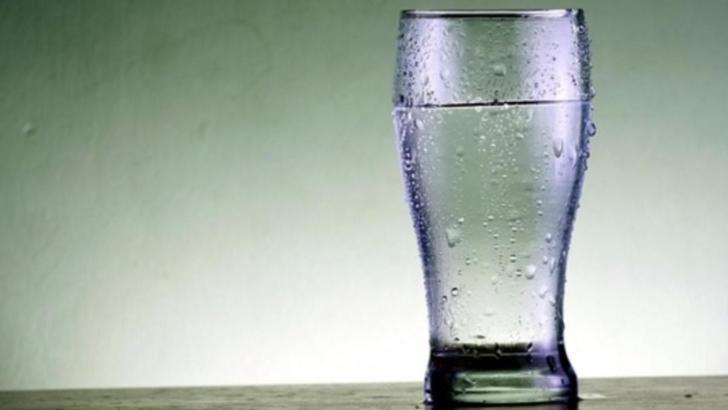 Cât de rău este să bei apă rece ca gheața? Ce spun experții