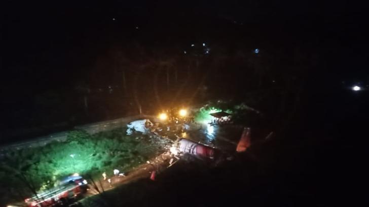 Cele două cutii negre ale avionului prăbușit, vineri, în India, recuperate
