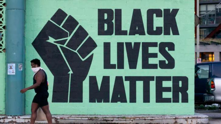 Protestele Black Lives Matter se intensifică peste Ocean. Protestatarii și forțele de ordine s-au ciocnit în fața casei primarului din Los Angeles