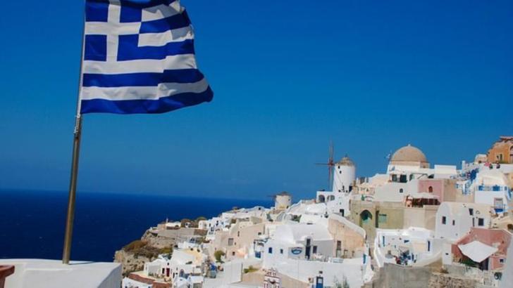 """Grecii, puși să aleagă între """"autoprotecţia sau izolare"""""""