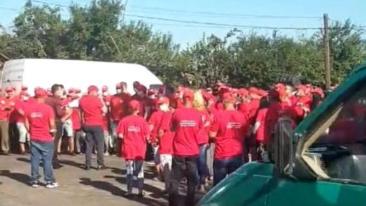 VIDEO Scandal electoral în Dolj, după un miting fără măști și distanțare