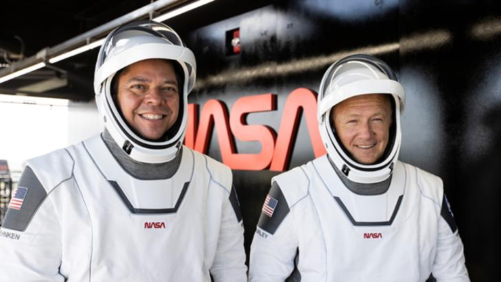 Astronauții americani Bob Behnken şi Doug Hurley au revenit pe Pământ cu Crew Dragon, capsula SpaceX, după un voiaj de două luni al primei misiuni a NASA pornită de pe sol american în ultimii nouă ani 2 august 2020 Foto: NASA.gov