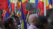 Scandal la protestele din Piața Victoriei. Se amplifică tensiunile: Protestatarii care nu vor școală online, luați pe sus / Foto: Inquam Photos, Octav Ganea