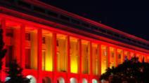 Palatele Cotroceni și Victoriei, iluminate în roșu pentru a marca Ziua Mondială de conștientizare a distrofiei musculare Duchenne Foto: Presidency.ro, Gov.ro