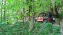 Descoperire șocantă în munți, după ce ploile au adus un rucsac într-o vale