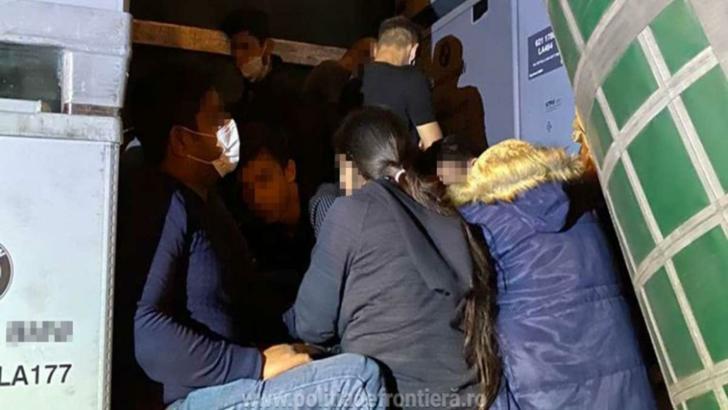 Două grupuri de migranți, descoperite în urma unui control de rutină la PTF Nădlac