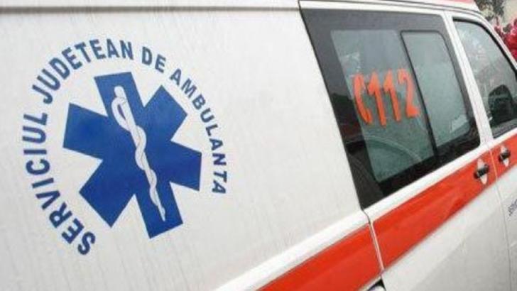 Ambulanță care transporta un suspect de Covid, implicată într-un accident în Năsăud