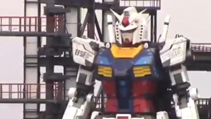 VIDEO/  Un robot de 18 metri înălțime, construit în Japonia și inspirat din desenele animate Gundam, a făcut primii pași