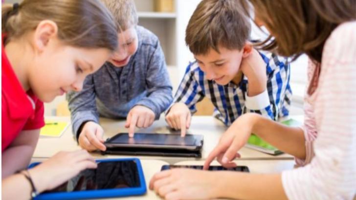 """Scandalul tabletelor pentru elevi continuă: Anisie nu ia în calcul demisia și cere """"capul"""" șefului ONAC"""