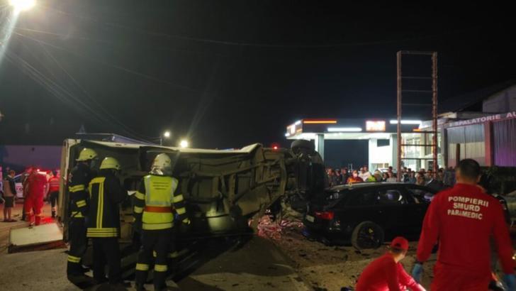 Accident grav, la ieșire din orașul Năsăud: doi morți și un rănit, după un impact nimicitor în parcarea unui restaurant