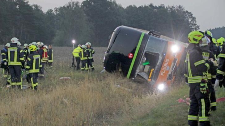 Accident grav pe o autostradă din Germania, 31 de răniți, printre care și români