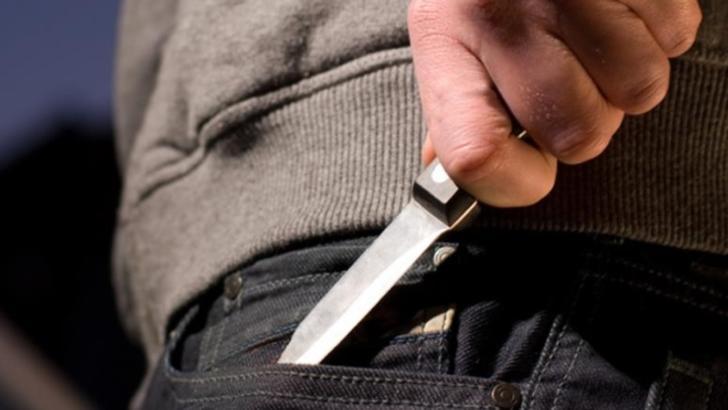 Atac sângeros în Timiș, tânăr înjunghiat de un copil de 13 ani