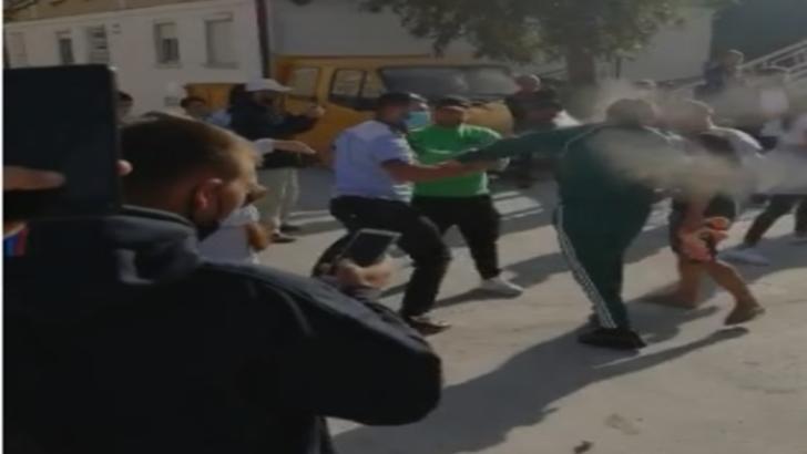 """VIDEO/ Scandal la protestul """"anti-mască"""" la Mangalia: Polițiștii au folosit spray lacrimogen"""