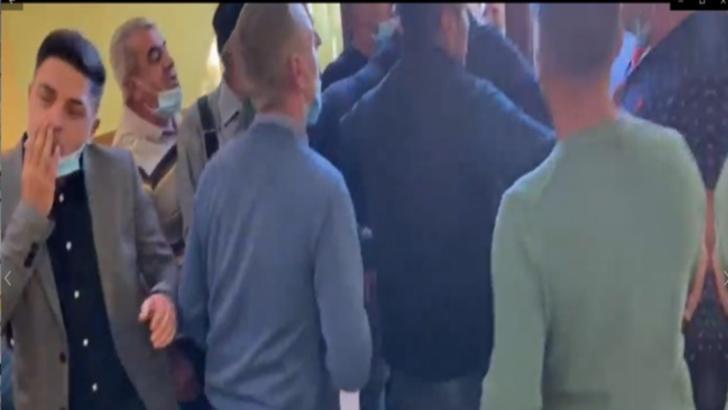 Primar din Dolj, acuzat că l-a bătut pe fiul contracandidatului său chiar în secția de votare