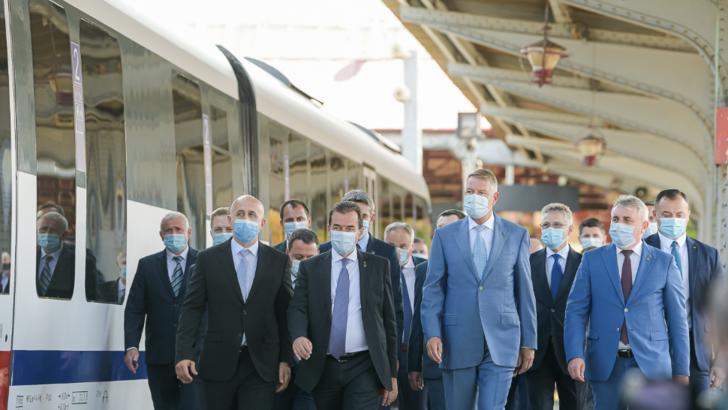 """Președintele Klaus Iohannis, la deplasarea test cu trenul pe conexiunea feroviară """"Gara de Nord- Aeroportul Internațional Henri Coandă-Otopeni"""" Foto: Inquam Photos/George Calin"""