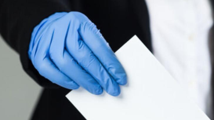 Anchetă în Gorj după ce mai multe persoane au băgat în urne câte două buletine de vot