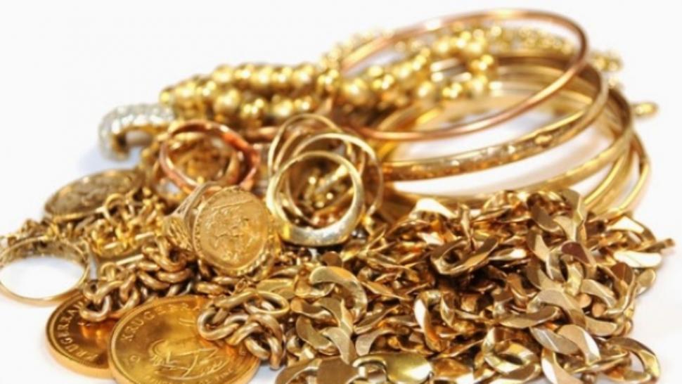Cum cureți bijuteriile din aur fără să le strici