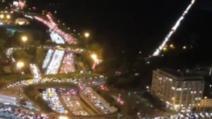 """VIDEO Sute de kilometri de cozi la ieșirile din Paris. """"Orașul luminiilor"""" se pregătește de stingere"""