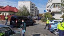 FOTO Ploiești: Micorbuz școlar cu 11 copii, implicat într-un accident. Trei copiii au primit îngrijiri la fața locului