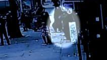 Incident șocant: un bărbat a fost înghițit de pământ, în timp ce se plimba pe trotuar - IMAGINI tulburătoare
