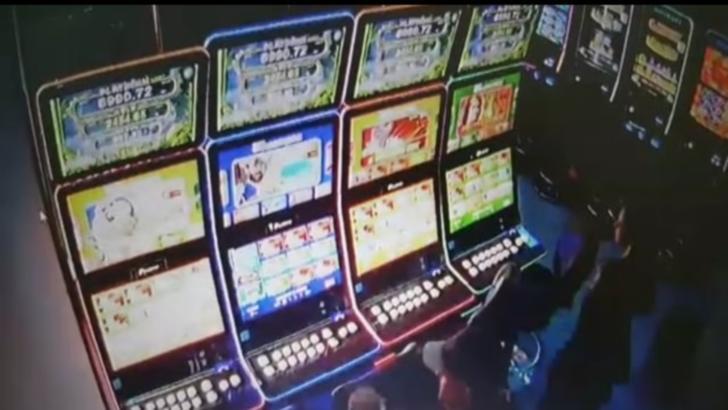 A fost prins autorul jafului de la sala de jocuri de noroc din Bistrița. Ce riscă bărbatul