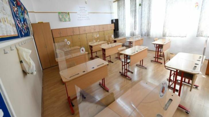10 elevi şi doi profesori din Craiova, testaţi pozitiv pentru COVID-19