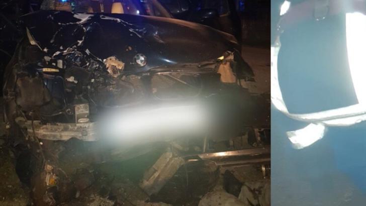 O nouă tragedie pe șoselele din România: un mort și doi răniți GRAV după ce o mașină a intrat într-o căruță la Mihăiești, jud. Vâlcea Foto: gazetavalceana.ro