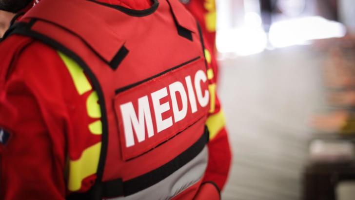 Accident grav, în jud. Dâmbovița: două victime, într-un impact violent cu ambulanța