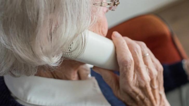 O nouă metodă de înșelătorie face victime în rândul vârstnicilor. Cum sunt lăsați fără bani